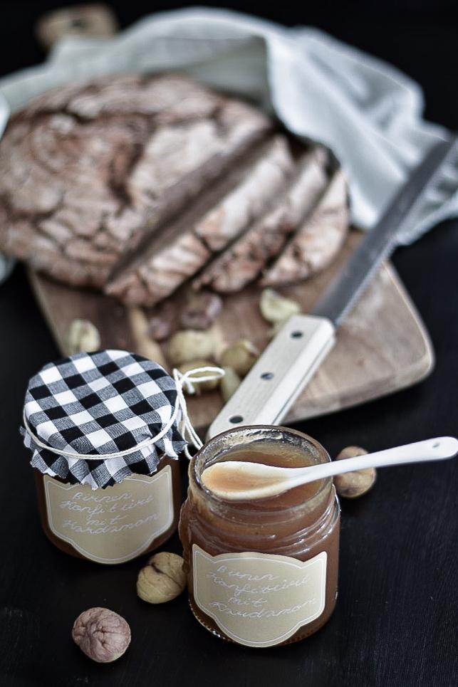 Marroni Brot mit Birnen-Kardamom Konfitüre